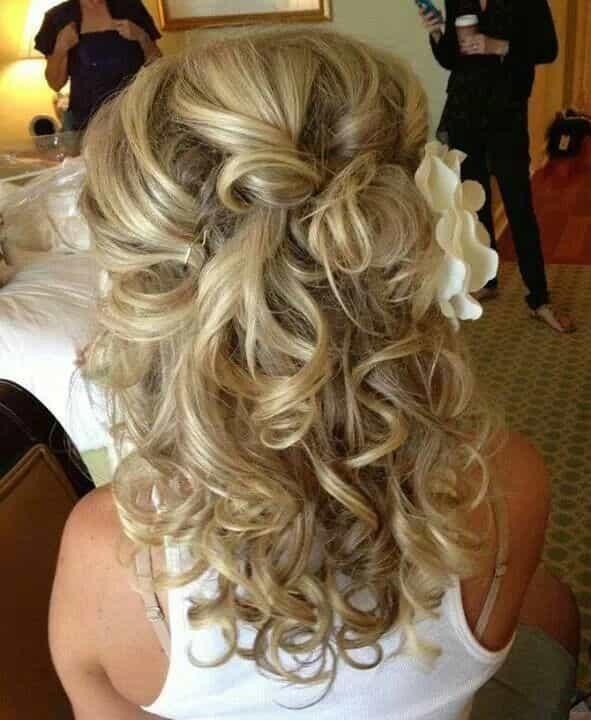 Свадебные прически на короткие распущенные волосы