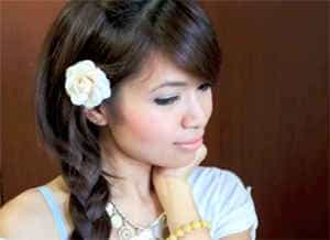 коса с цветочком
