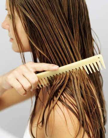 Расчесывать волосы после мытья головы
