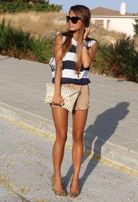короткие юбки - и тут меру надо  знать