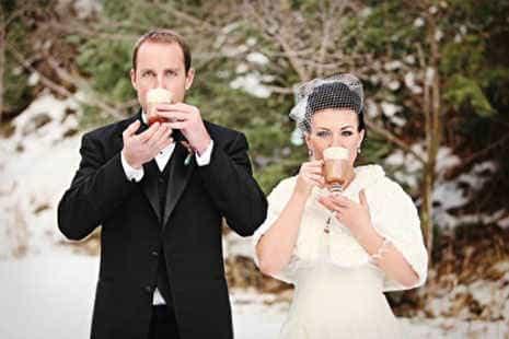 зима не помешает быть стильным женихом и невестой