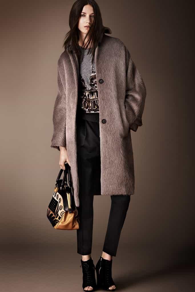 этот фасон пальто можно признать самым модным в наступившем сезоне холодов
