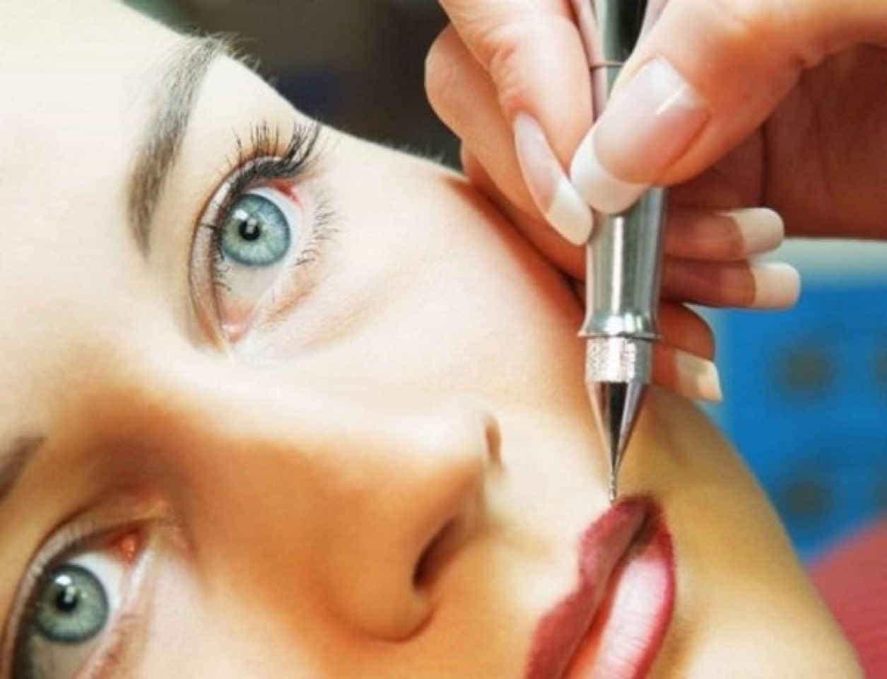 перманентный макияж, контур губ