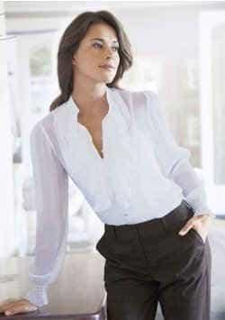 рубашки и блузы следует заправлять в юбки или брюки