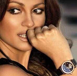 классические круглые часы сейчас также в моде