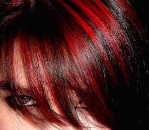 колорирование на темные волосы красным