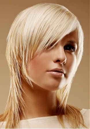 вариант  стрижки на тонкий волос средней длины