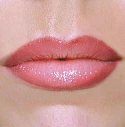 перманент контура губ. с испольованием блеска для губ
